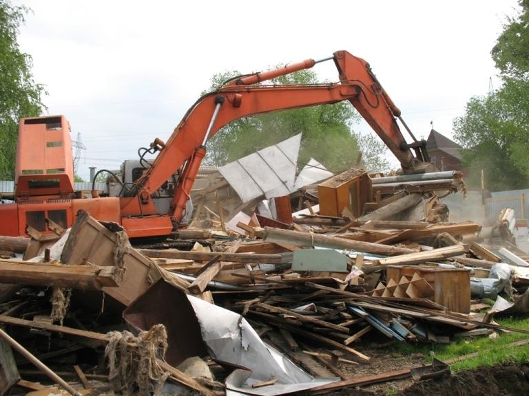 Демонтаж старых деревянных домов